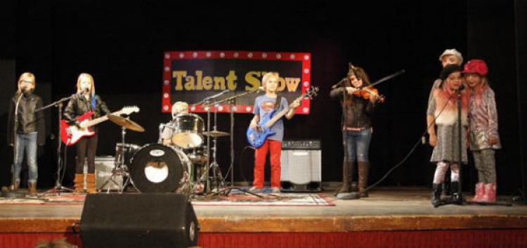 Topanga Youth Services Talent Show Brings Down the Community House!